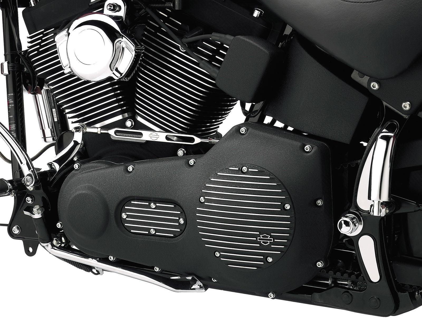 25454-01 H-D Black Fin Derby Deckel für Twin Cam